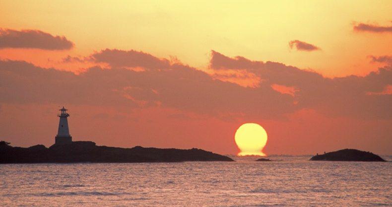 早朝の美美津の海