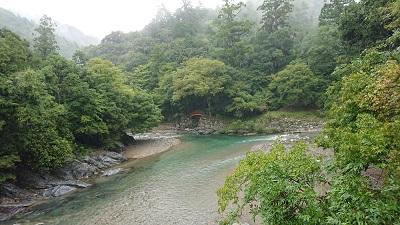 丹生川上神社の前の吉野川