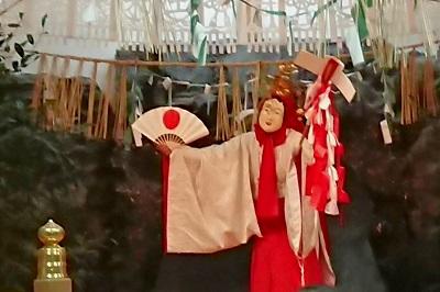 宮崎県高千穂町 高千穂神社夜神楽「天の岩戸のまえで舞を捧げる天鈿女命」
